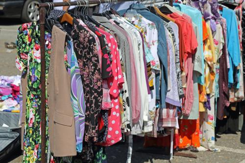2d3304cd2f3f67 Jednak czasy się zmieniają, sklepy również, a co za tym idzie, opinia  społeczna także. Dzisiaj modne jest robienie zakupów w ...